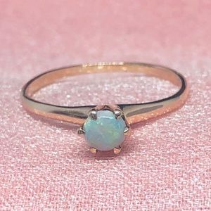 Vintage 10k Yellow Gold Opal Solitaire Ring